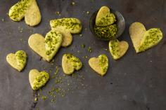 Hearts with pistachios and turmeric