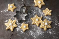 Maple syrup stars with cloves