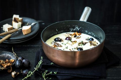 Fondue with grapes and mushrooms