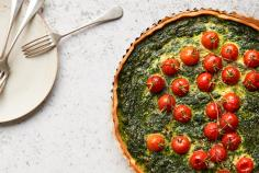 Spinach quiche with tomatoes