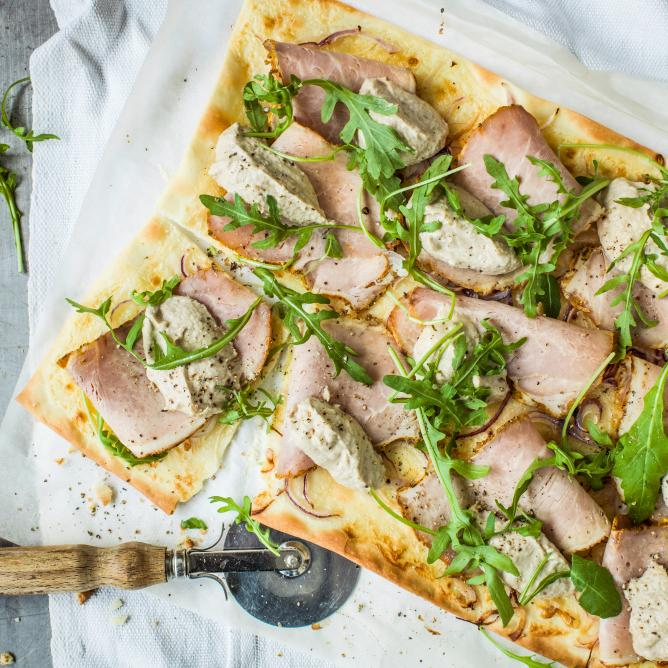 Tarte flambée with tuna sauce