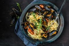 Moscato mussels with spaghettini
