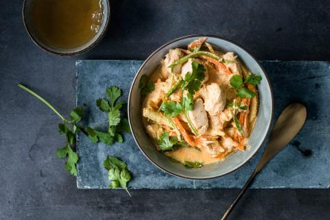 Rotes Thai-Curry mit Poulet