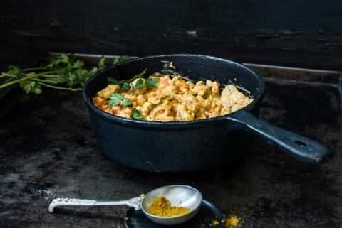 Curry indiano di pollo con latte di cocco