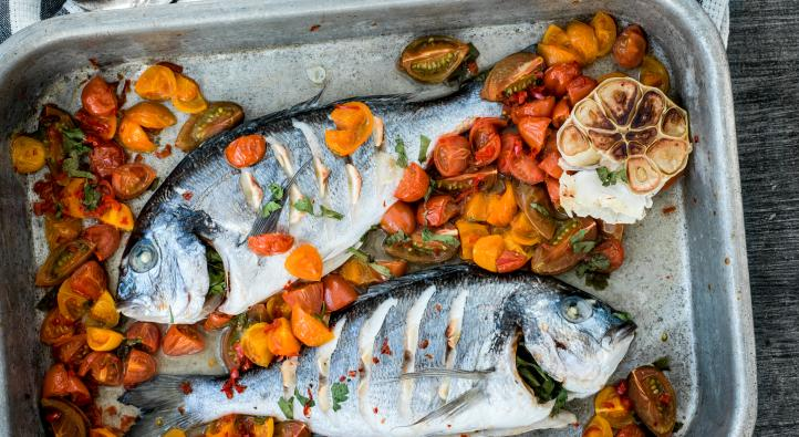 Sea bream with spicy tomatoes