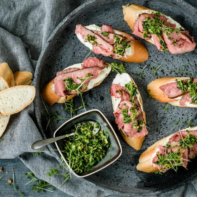 Roastbeef Crostini with Watercress Gremolata