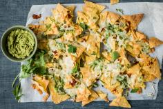 Spicy nachos topped with Manchego
