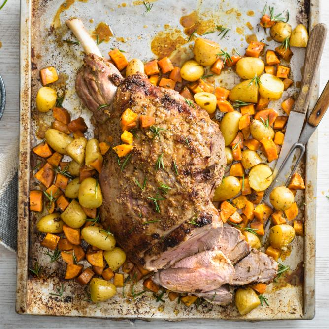 Leg of lamb with rosemary potatoes