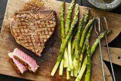 T-Bone-Steak mit Grillspargel
