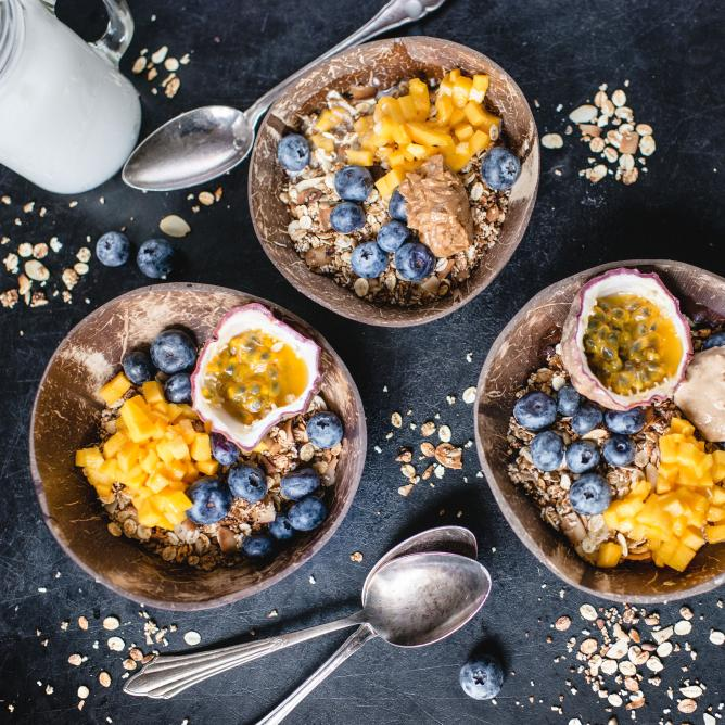 5-minute power muesli with mango and blueberries