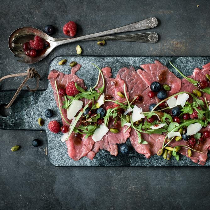 Beef carpaccio with berries