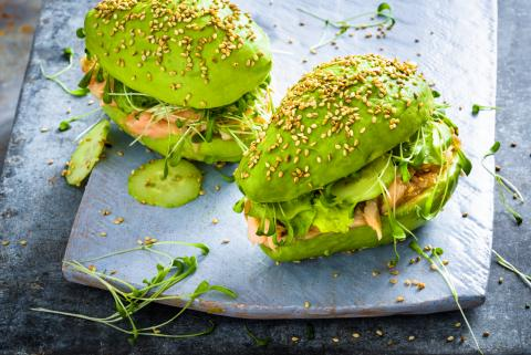 Pulled salmon-avocado burger