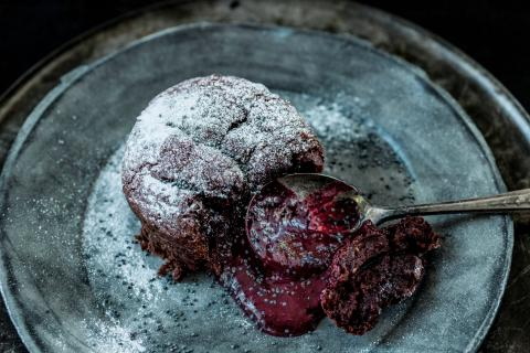 Vegan red velvet lava cake