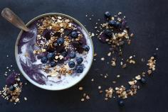 Smoothie bowl di mirtilli e cocco