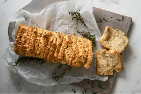 Garlic & herb tear and share bread