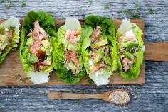 Salatsnack mit Lachs und Avocado
