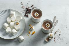 Hot chocolate with marshmallow-snowmen