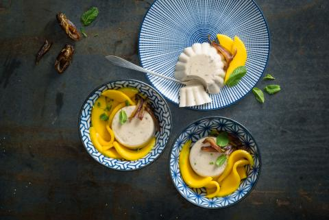 Date panna coco with mango salad