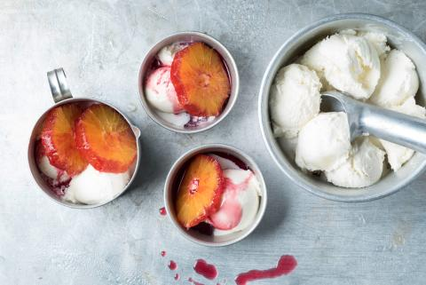 Blackcurrant oranges with ice cream