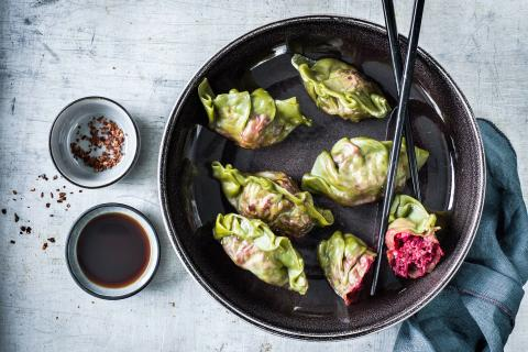 Dumplings matcha-betterave rouge