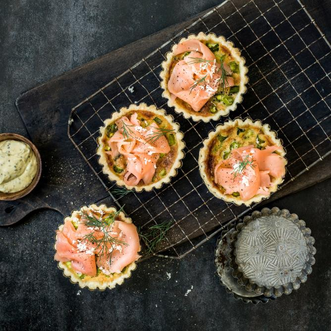 Asparagus-horseradish quiche with smoked salmon