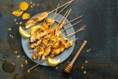 Chicken breast skewers with a paprika crumb