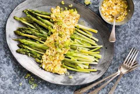 Asparagus with egg remoulade