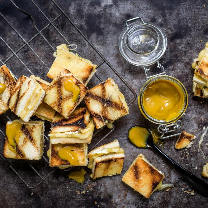 Grilled cheese bites mit Honigsenf