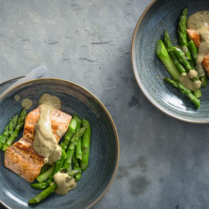 Salmon fillet on a bed of asparagus with balsamic foam
