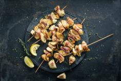 Fruity chicken breast kebabs