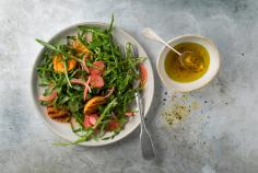 Apricot and rocket salad