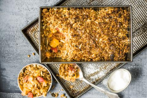 Pineapple with coconut crumble