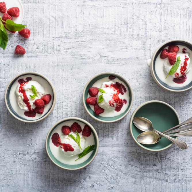 Frozen mascarpone with raspberries