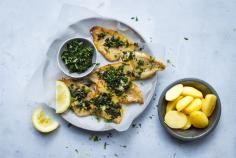 Perch fillets with crispy herbs