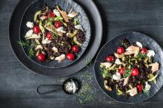 Riso Venere-Salat mit Kirschen