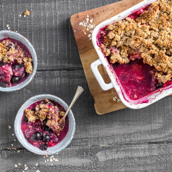 Vegan summer berry crumble