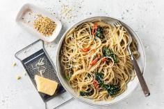 Spaghetti with garlic and hemp oil