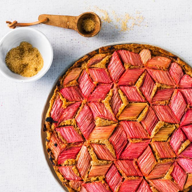 Rhubarb and hazelnut tart