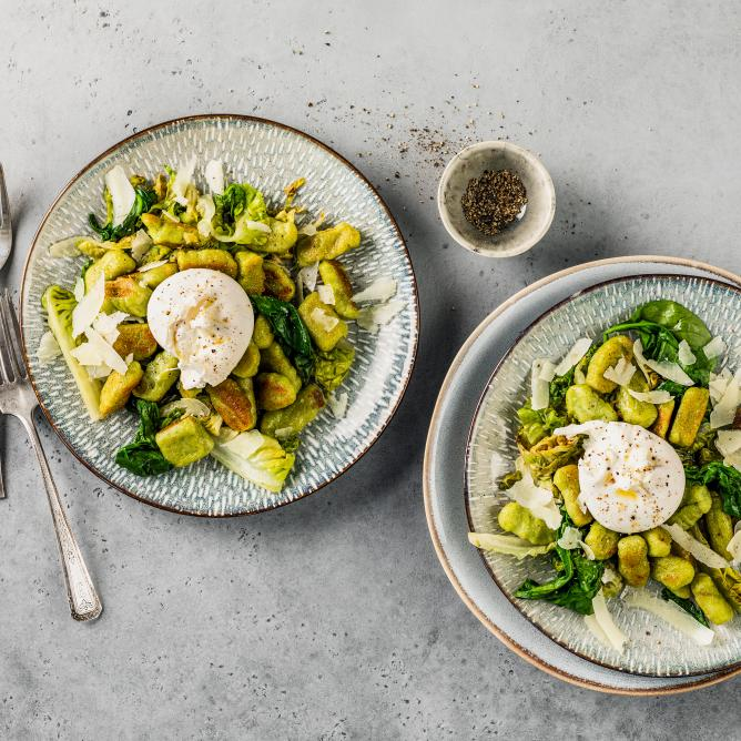 Spinach gnocchi with burrata