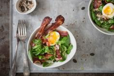 Lamb's lettuce with egg and bacon