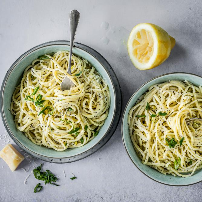 Lemon and poppyseed linguine