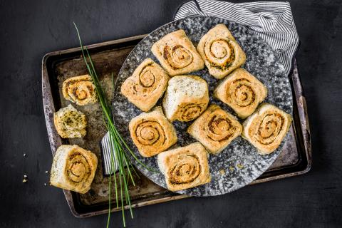 Garlic and poppyseed rolls