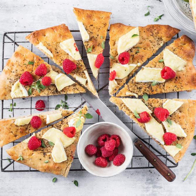 Spelt focaccia with Camembert and berries