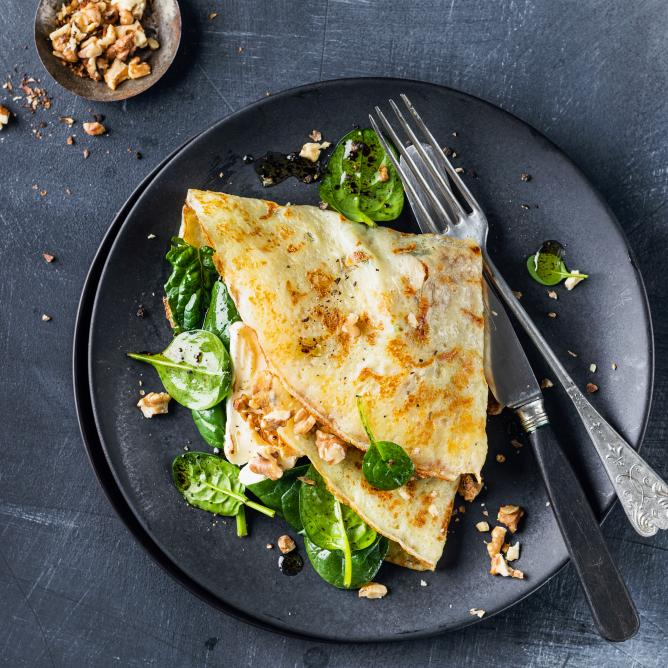 Gluten-free crêpes with spinach