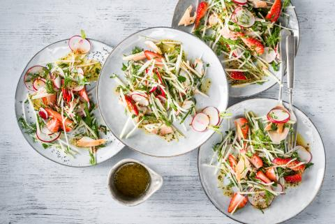 Kohlrabi salad with trout