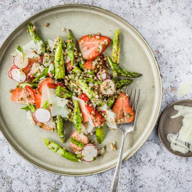 Spring salad with buckwheat