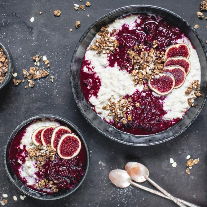 Almond porridge with hot berries