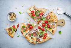 Pizza bianca with gorgonzola and figs
