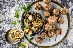 Minced meat skewers with grilled aubergines