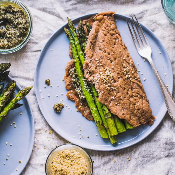 Buckwheat pancakes with asparagus and pesto